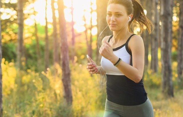 【自宅でできる有酸素運動】おすすめ10選!ダイエットやトレーニングに効果的!